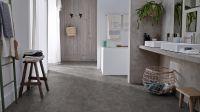 Vorschau: Tarkett Klickvinyl Starfloor Click Ultimate 55 Old Stone Anthracite Badezimmer