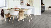 Vorschau: Tarkett Klebevinyl ID Inspiration 30 CLASSICS Scandinavian Oak Dark Grey Esszimmer