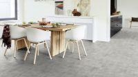 Vorschau: Tarkett Klebevinyl ID Inspiration 70 NATURALS Patina Concrete Light Grey Esszimmer