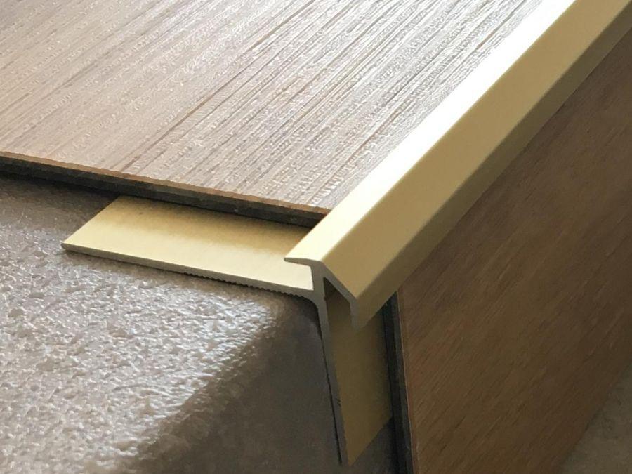 Treppenkantenprofil 491 gold hell