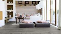 Vorschau: Tarkett Klebevinyl ID Inspiration 55 CLASSICS Scandinavian Oak Dark Grey Wohnzimmer