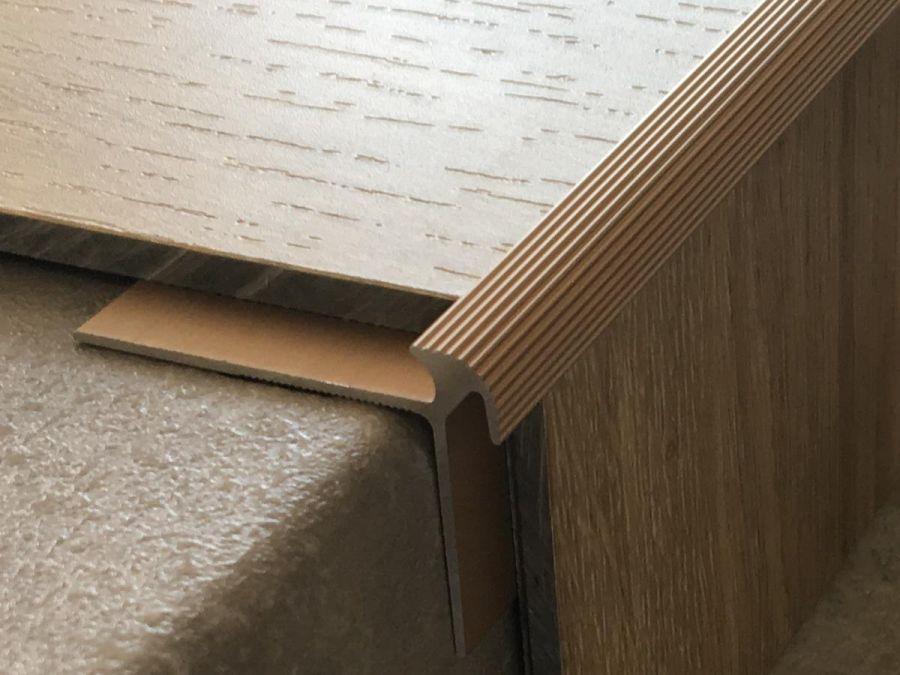Treppenkantenprofil 135 bronze hell