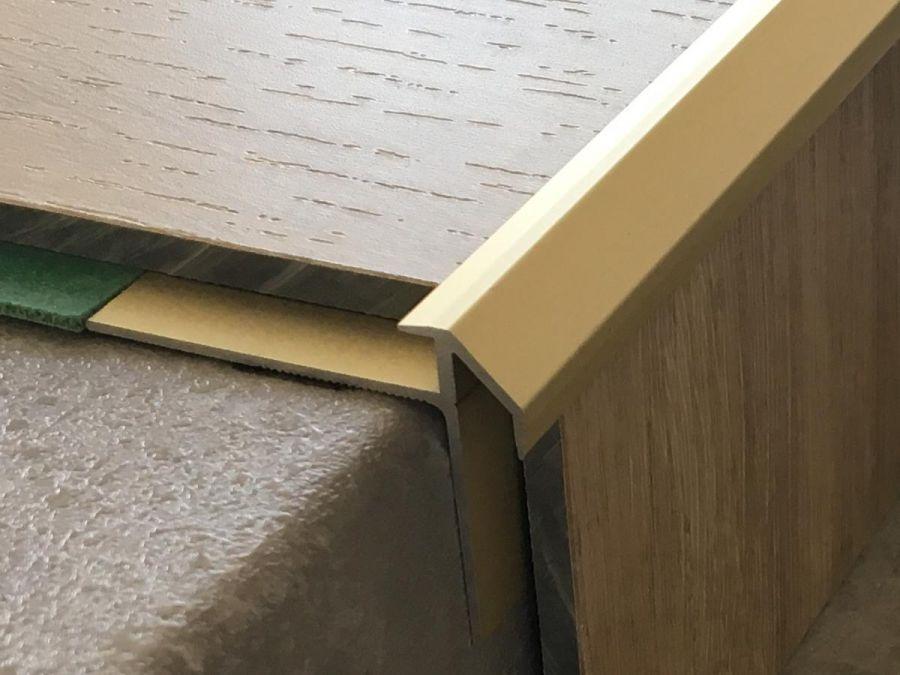 Treppenkantenprofil 492 gold hell