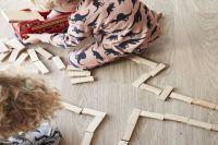 Gepflegter Vinylboden mit spielenden Kindern