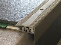 Treppenkantenprofil 351 Edelstahlfarbig