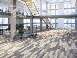 Individuell gestalteter Raum mit Teppichfliesen